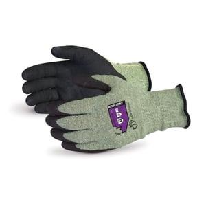 Guantes Superior Glove Emerald CX® compuestos de Kevlar® con palmas de nitrilo Micropore