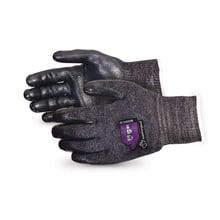 5. Guante resistente al corte Emerald CX® de calibre 10 con palmas de nitrilo y espuma